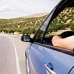 No abuses de bajar las ventanillas en carretera